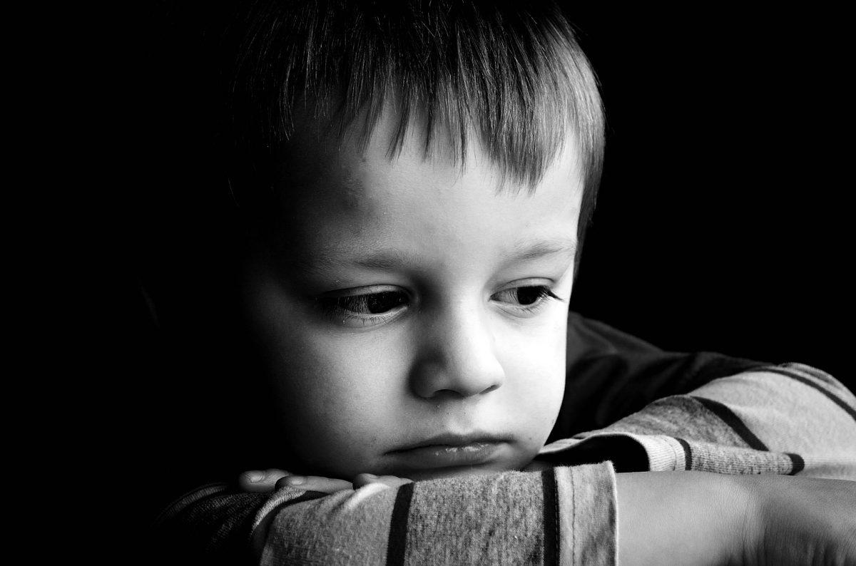 Детская депрессия — признаки, симптомы и лечение