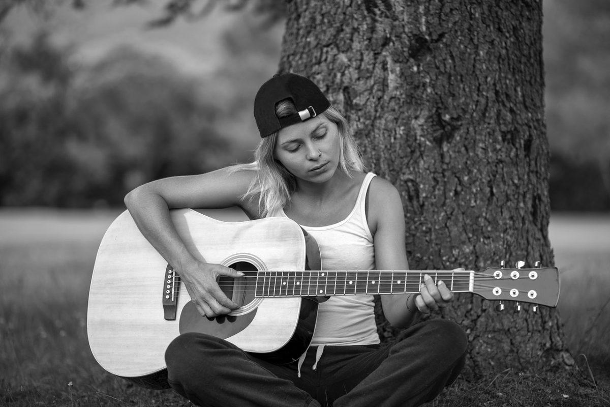 Почему люди в состоянии депрессии любят грустную музыку?